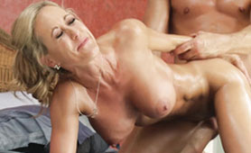 Stepson of this Amazing MILF Has a Serious Intentions to Destroy Step Mom's Pussy
