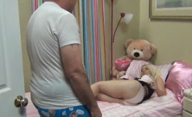 Daughter Anal Creampie Xxx - Daddy Fucks His Stepdaughter While the Teddy Bear is Watching