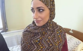 Indecent Proposal to Amateur Good-Looking Arab Girl