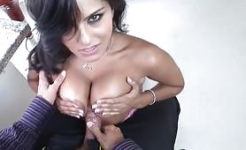 Unbeliveable Sexy Indian Babe Sunny Leone Gets Hard Fucked
