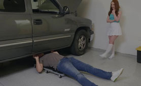 Naughty Teenage Girl Shows Naked Pussy to Mechanic and Got What She Deserved